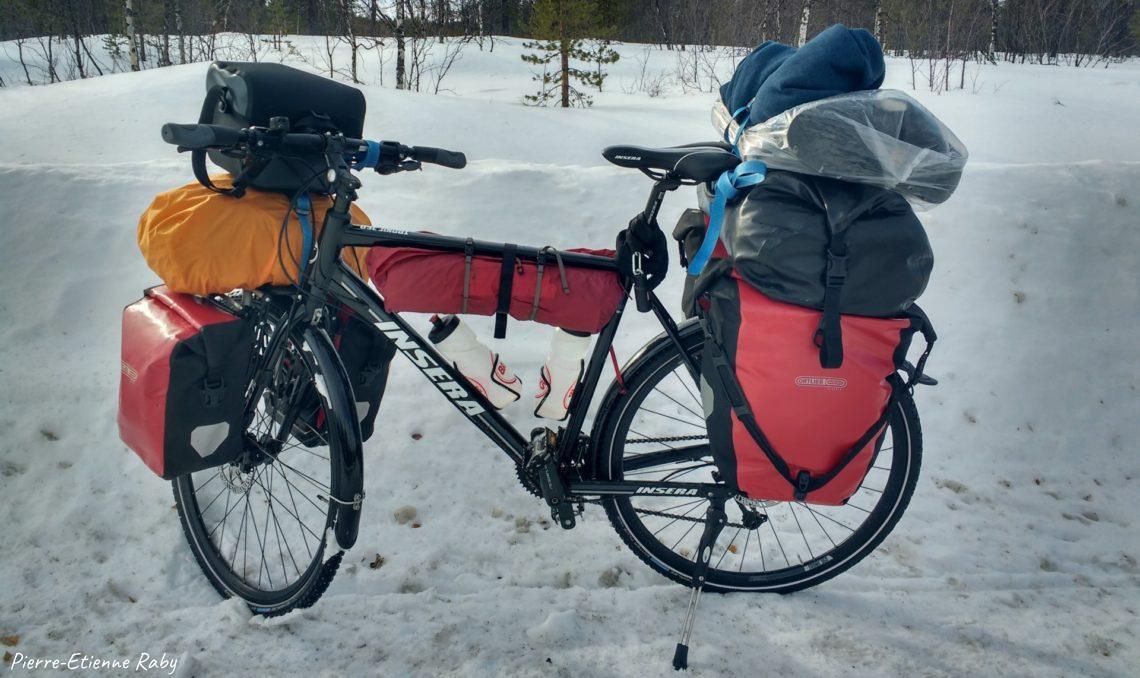 Vélo en mode hiver et matériel pour voyage