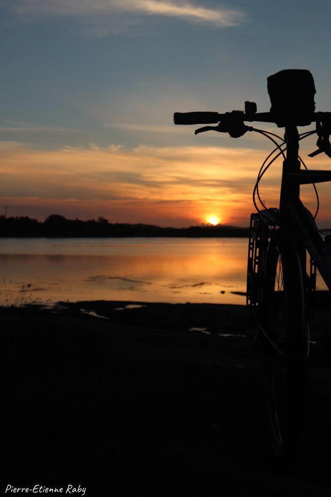 vélo coucher soleil norvège